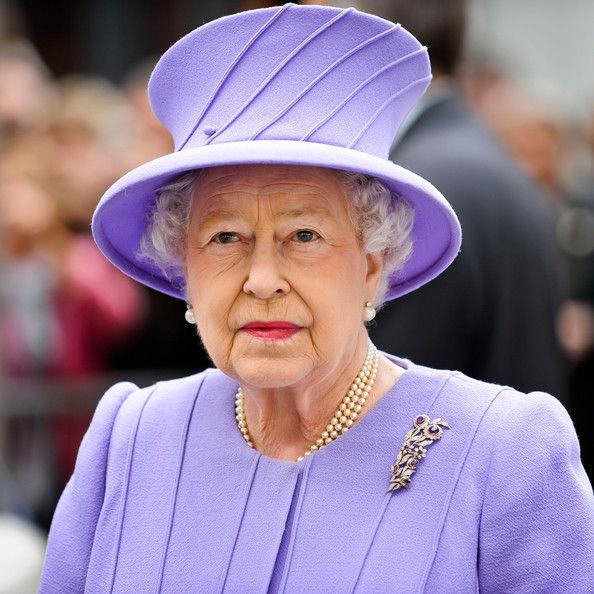 Королевская брошь