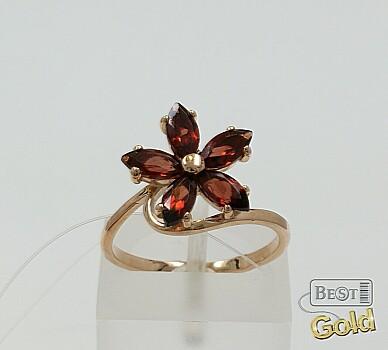 Золотое кольцо с гранатами