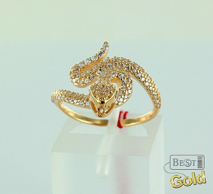 Мерцающие фианиты на теле золотой змеи.  Это изящное кольцо из золота привлекает внимание, и будет эффектно...