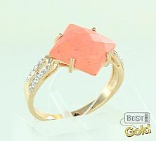 Золотое кольцо с кораллом и фианитами