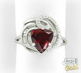 Серебряное кольцо с синтетическим рубином и фианитами